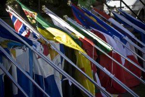 2008 cérémonie clôture spectacle drapeaux